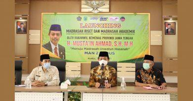Kakanwil Kemenag Jawa Tengah Launcing Madrasah Riset dan Madrasah Akademik MAN 2 Kudus